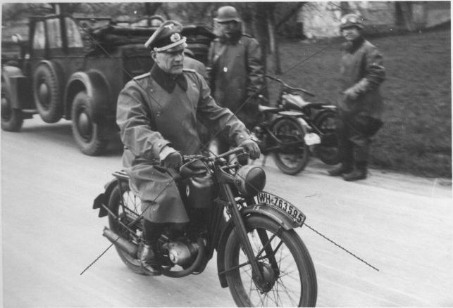 DKW-RT125-WW2a.jpg