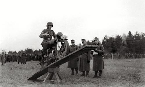 DKW-RT125-WW2b.jpg